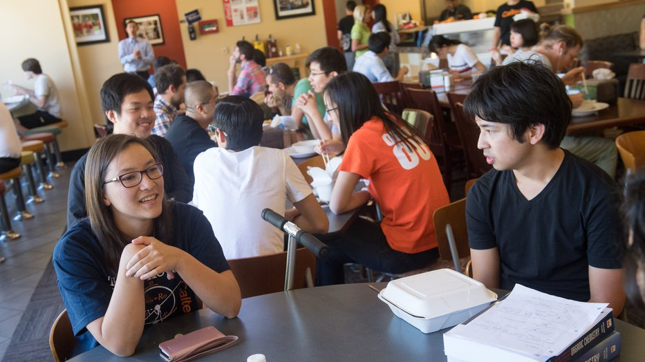 Students eat at Chandler Cafe