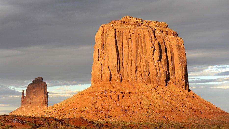 golden_light_Monument_Valley_AZ_UT