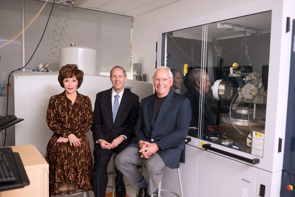 Lynda Resnick, Caltech President Thomas F. Rosenbaum, and Stewart Resnick