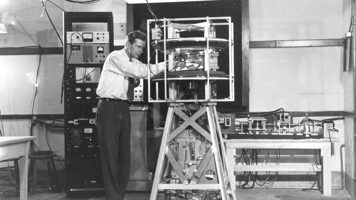 Felix Boehm working in a lab
