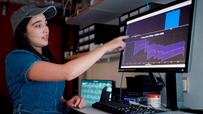 Caltech graduate student Samantha Davis analyzing CQNET's quantum teleporation data