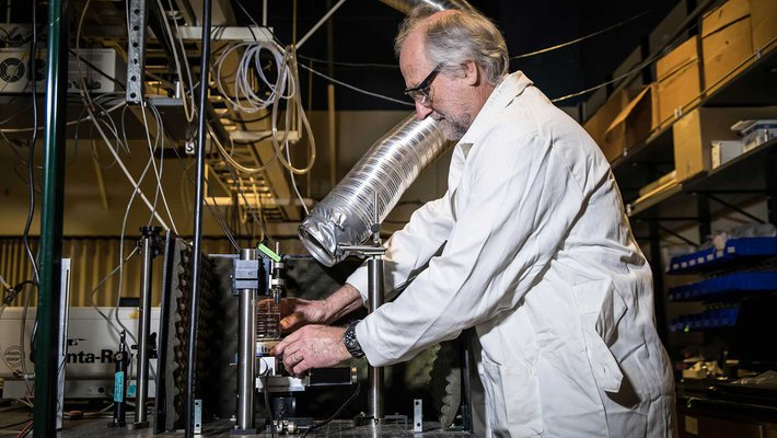 Picture of Jay Winkler in the lab.